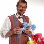 Bernd Knobloch hat mehr als 20 Jahren Erfahrung im Modellieren von Ballonfiguren